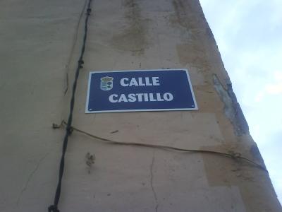 Foto del letrero de la calle Castillo